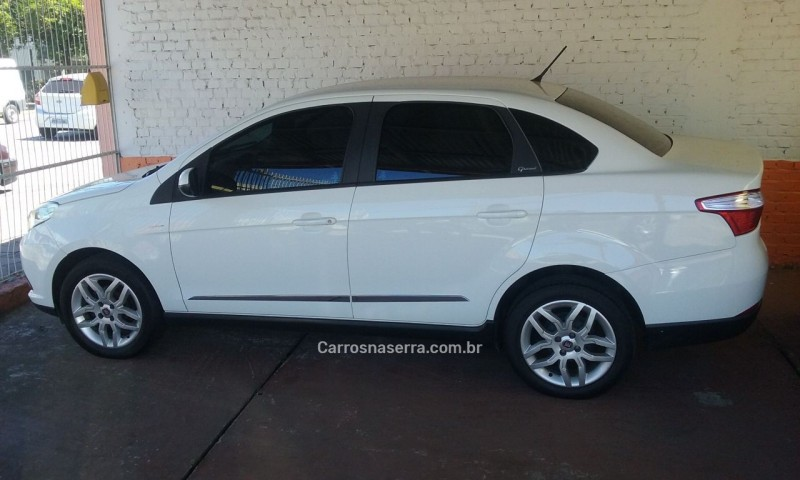 grand siena 1.6 mpi essence 16v flex 4p automatizado 2013 caxias do sul