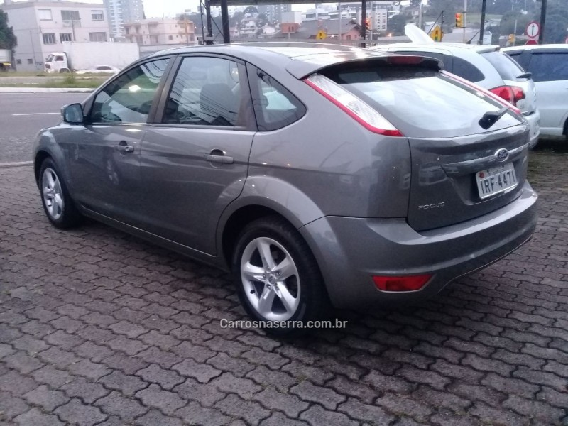 FOCUS 1.6 8V GASOLINA 4P MANUAL - 2011 - FARROUPILHA