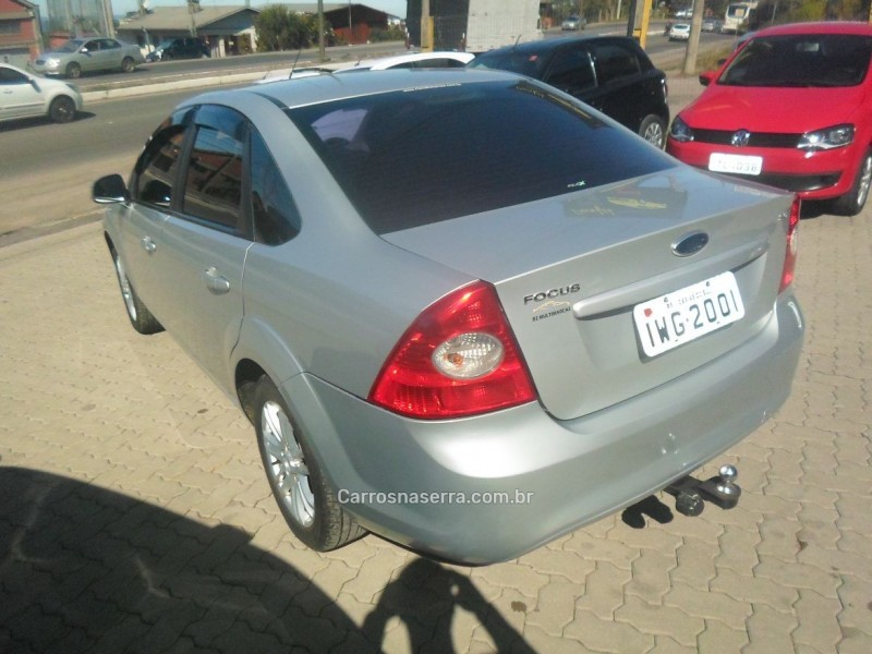 focus 2.0 ghia sedan 16v flex 4p manual 2012 caxias do sul