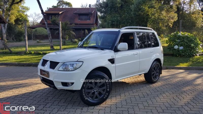 pajero tr4 2.0 4x4 16v 140cv flex 4p automatico 2011 canela