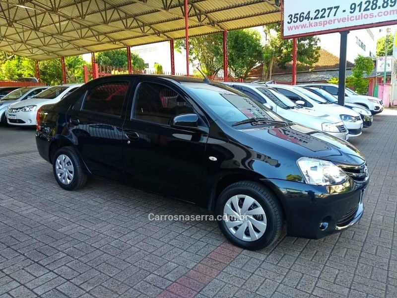 etios 1.5 xs sedan 16v flex 4p manual 2017 dois irmaos