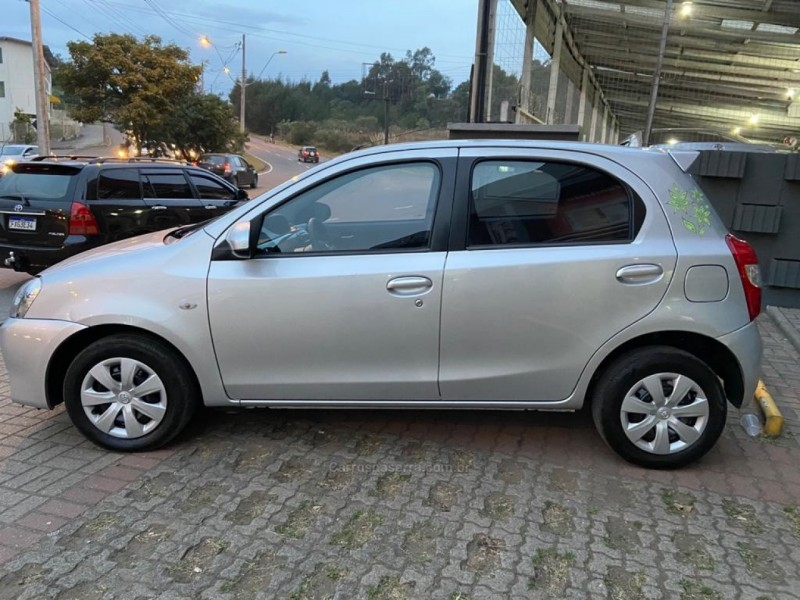 etios 1.5 xs 16v flex 4p manual 2014 caxias do sul