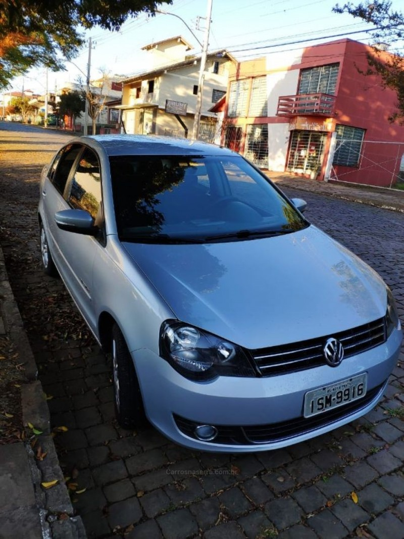 polo 1.6 mi comfortline 8v flex 4p manual 2012 nova prata
