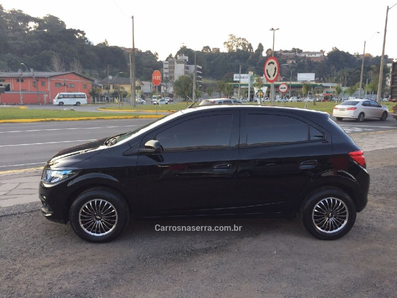 ONIX 1.4 MPFI LT 8V FLEX 4P MANUAL - 2014 - CAXIAS DO SUL