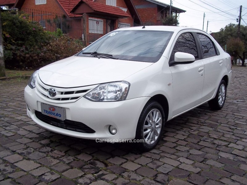 etios 1.5 xs sedan 16v flex 4p manual 2016 caxias do sul