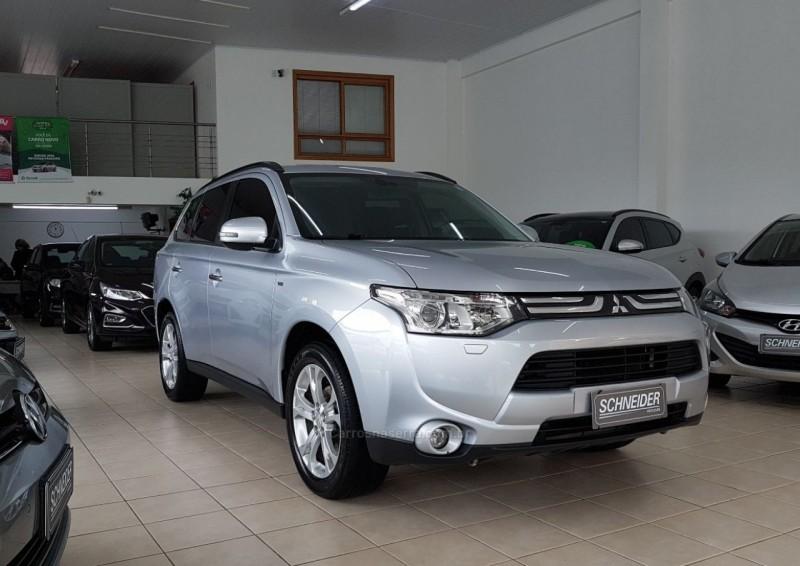 outlander 3.0 gt 4x4 v6 24v gasolina 4p automatico 2014 nova petropolis