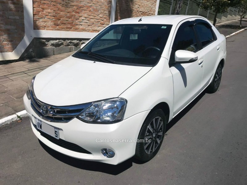 etios 1.5 platinum sedan 16v flex 4p manual 2015 farroupilha