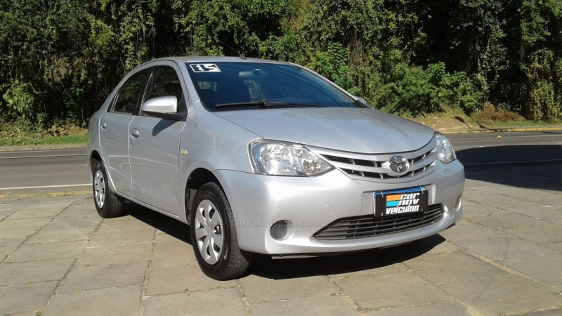 etios 1.5 xs sedan 16v flex 4p manual 2015 caxias do sul